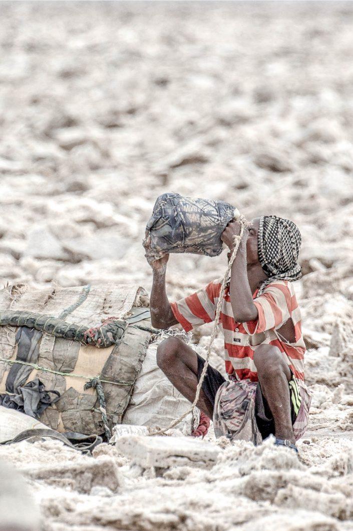 Danakil Depression Saltminers Krijn van der Giessen Photography Copyright-12