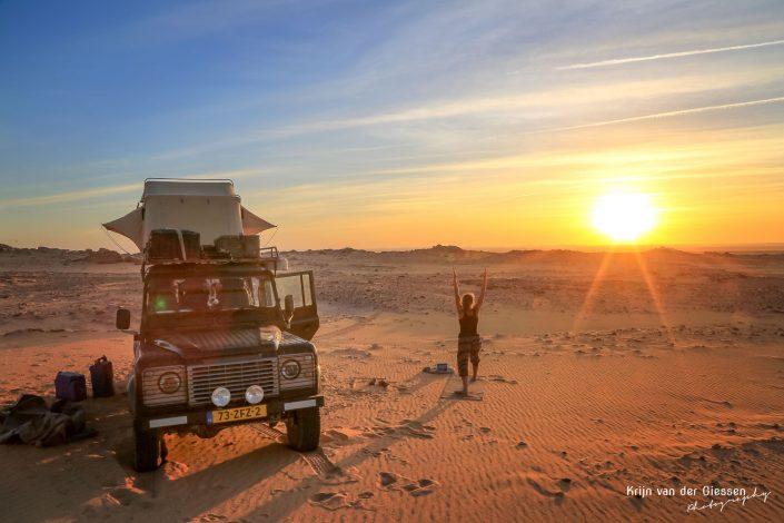 Lin-yoga-in-woesYoga in Sadan Desert copyright by Krijn van der Giessen Photographytijn 2